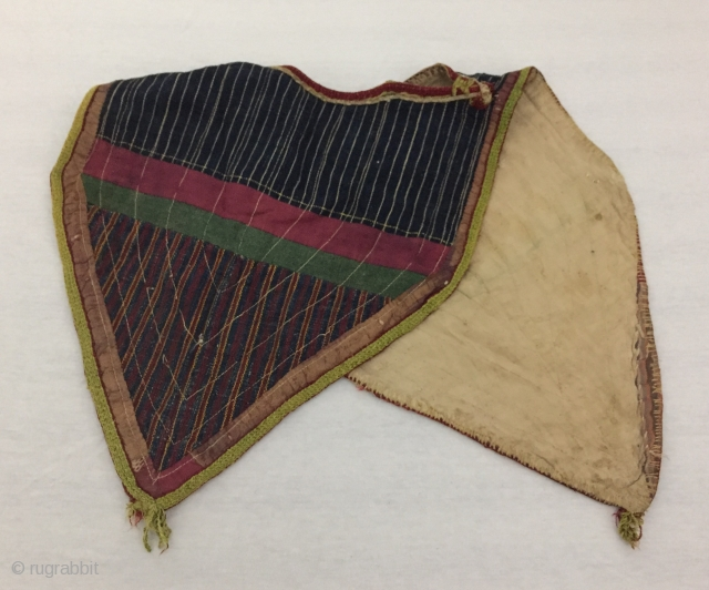 Central-Asia Double-sided Turkmen antique traditional baby bib Fine condition ! Circa - 1900 or earlier Size - Height : 36 cm - Width : 33 cm - Lenght : 80 cm Thank  ...