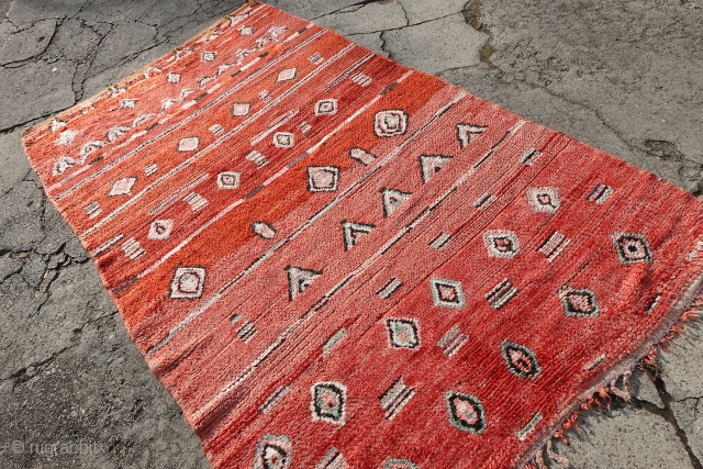 ANTIQUE TRIBAL BEAUTIFUL ORIGINAL MORROCON RUG