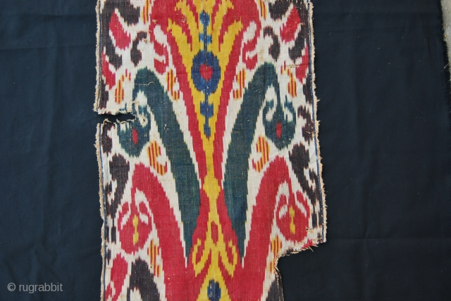 Small, sweet, beautiful Uzbekh silk ikat fragment. Cm 124x42 ca. 