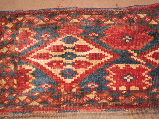 This turkmen torba with all good colors is very old and have nice shiny wool