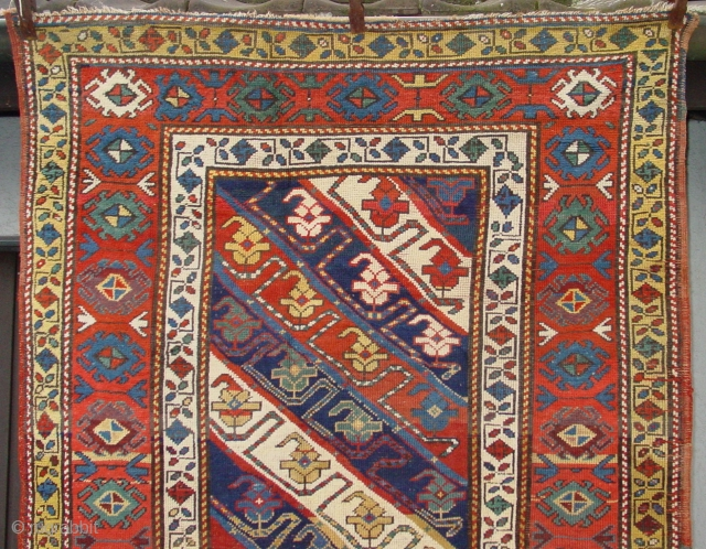 Well preserved Gendje in its original condition.Approximate age: 120 year (size has not been reduced!) Ends secured.  189 x 115 cm  6.2 x 3.77