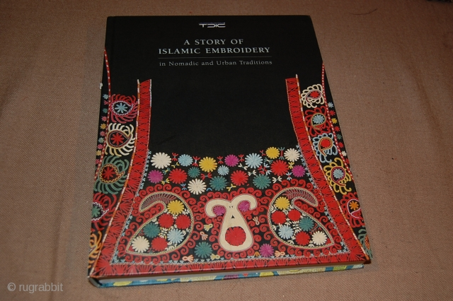 Beautiful catalogue of Central Asian embroidery, with very nice collection about 250 images, more than 300 Pages, some exceptional pieces.