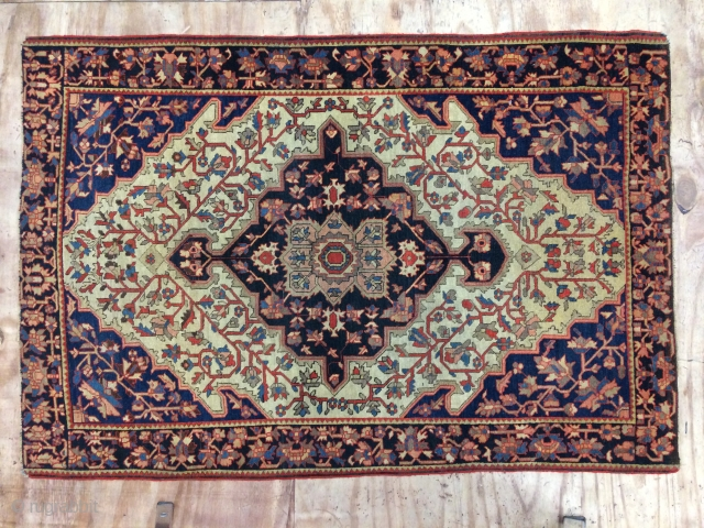 Beautiful antique small Fereghan carpet,Very good condition,absolutely original condition.  Mid 19th century, Classic country house 'Look'. Size:150cm by 101cm