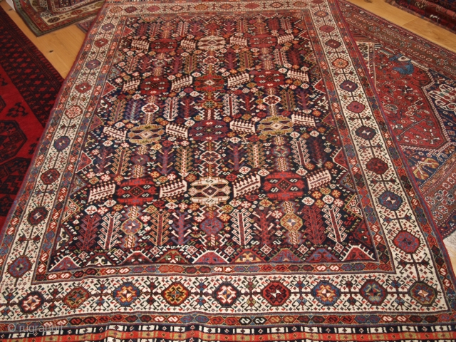 Shekarlu Qashqai, excellent condition. Size: 260 x 170cm (8ft 6in x 5ft 7in). Superb range of colours.