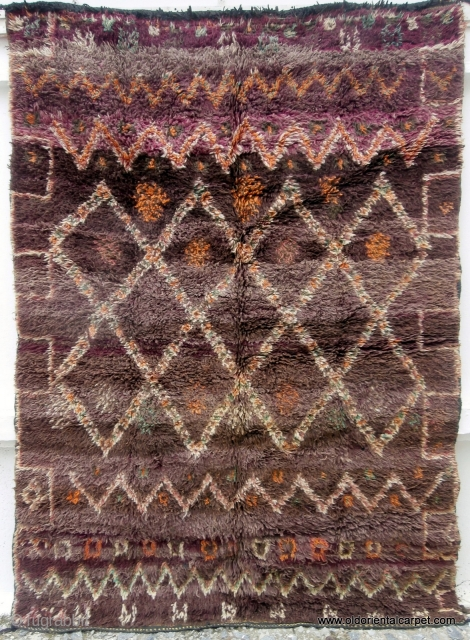 MOROCCAN ZAINE BERBER MIDDLE ATLAS RUG. The Berber group of Zaine live in one of the higher parts of the Middle Atlas mountain range and their rugs reflect the cold conditions which  ...