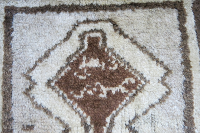 Qashkai Tea / Chai khalta gabbeh little ethnograpic rug. Supposedly it is used under the cups when drinking Chai -Tea. Center brown is dyed color not natural brown wool. could not decipher  ...