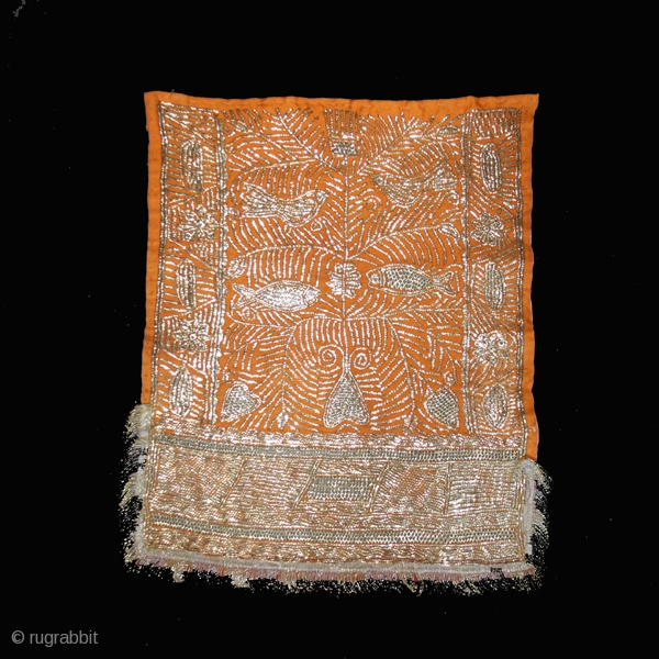Ceremonial bridal veil cod. 0440. Metal strip-wrapped and pulled openwork on silk twill. Djerba island. Tunisia. First half 20th. century. Very good condition. Cm. 41 x 48 (16 x 19 inches).