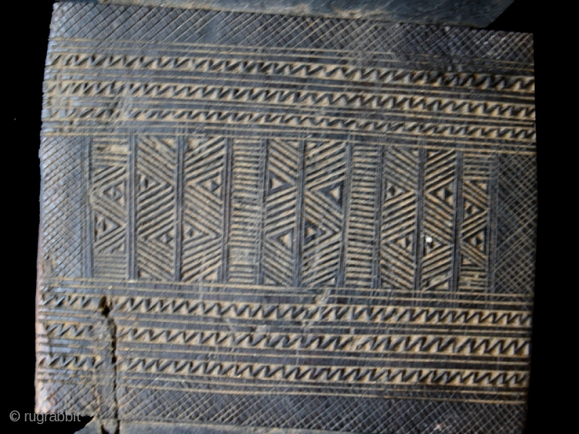 AME SSAQQAB PLATFORM LEG cod. 0210. One of the new items just posted on my website www.nonplusultra.cloud. Wood. Tuareg people. Niger. Early 20th. century. Good condition with erosion and cracks. Cm. 15  ...