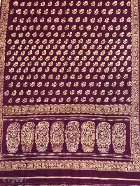 Vintage Baluchuri sari from  Murshidabad district of West Bengal India 1900c. With nice paisley design in pallu and flower buttis allover the size of this sari is 443 cms.