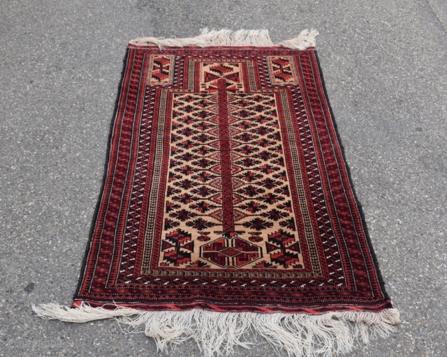 Early to mid-20th century Baluch soft camel ground prayer rug with goat's hair selvage finish. 