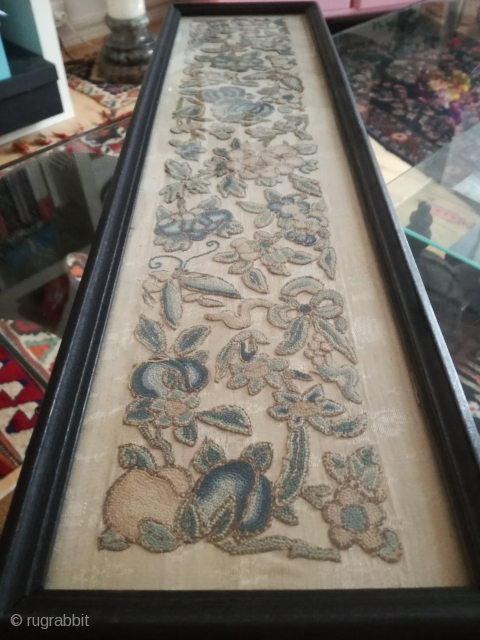 An antique probably 18th/19th England crewel embroidery work behind glas, 50/10 cm.