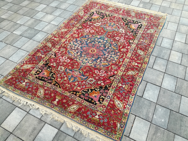 An old Esfahan Bakhtiar with 212/137 cm. Good shape with smallest point use. Wonderful natural colors.