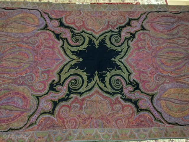 Exceptional Indian Kani embroidery shawl, 19th century's great condition, very fineness work and beautiful colors