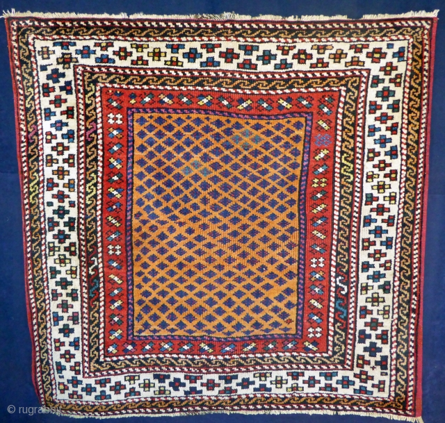 Ref 1603 Antique Bergama rug circa 1880 in good condition with all natural dyes. 3'5 x 3'5 - 105 x 105