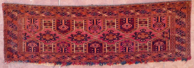 Saryk Kejebe Torba, 114 x 36 cm. 19 th. c. The design with 5 pairs of kejebe arches on a dark violet-red ground. No multiple sub borders. Simply one main border, framed by  ...