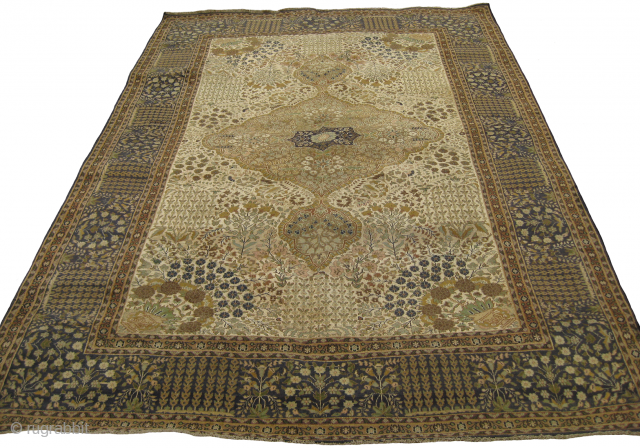 Extremely fine beautiful carpet in silk and wool, few re-paired areas, size: 9.2 x 6 feet.