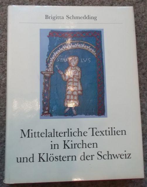 Mittelalterliche Textilien in Kirchen und Klöstern der Schweiz.  Medieval textiles in churches and monasteries in switzerland