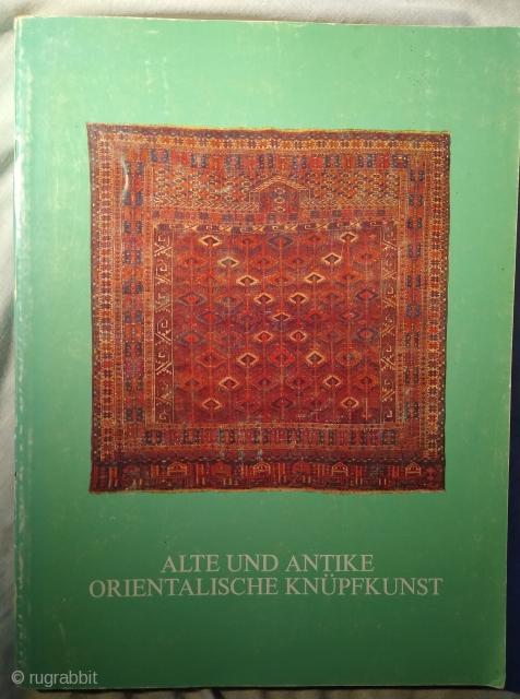 Alte und Antike Orientalische Knuepfkunst. Catalogue of an exhibition at Franz Bausback, Mannheim, 12 - 21 October 1979. 160 pp. 160 colour plates. 8.5 x 11 Paperback. Good condition. Minor marks on  ...