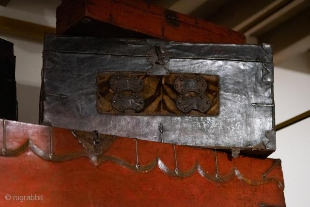 Tibetan chest, early 1800, 88x34x height 44 cm