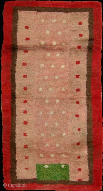 The 'skyscraper' khaden, Tibet, early 20th century, cm 155x80. Tibetan rugs in so-called 'tsuk-truk' technique (woven in narrow stripes - then joined - on small back strap looms) are probably the survivors  ...