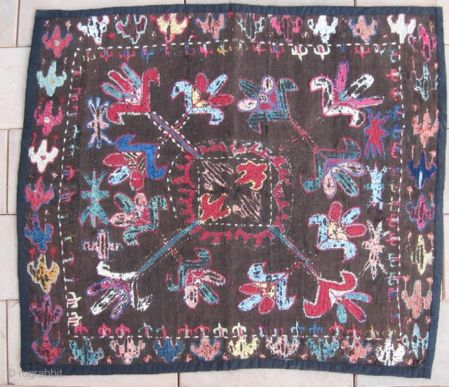 An Uzbek Kungrat or Lakai silk/wool embroidered on wool Ilgitsh hanging, dating between 1880-1900. Size is 62-52 cm, 25-21 inches. Beautiful design and rich colours, natural dyes.