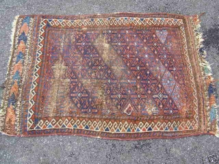 Worn and torn, but cheap old Baluch bagface with interesting animals woven on the kilim ends. 19th c, 79x115 cm.