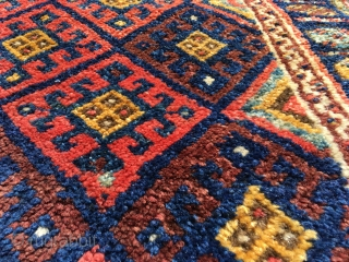 Very nice Jaff bagface with deeply saturated, beautifully abrashed colors. Pristine condition. Glossy full pile. Horsehair braiding and kilim end with weft-floating details intact. Double brown weft. Original selve-edges. 37.4 x 30.7  ...