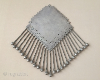 Central-Asia Turkmen-Tekke Ethnic Tribal Silver Necklace Gonchuk fire gilded with cornalian Very fine condition! Circa-1900 Size : ''34cm x 22cm'' - Weight : 587 gr Thank you for visiting my rugrabbit store!  ...