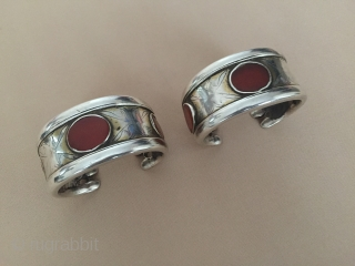 Central-Asia Turkmen Antique vintage a pair of tribal silver cuff bracelet (Arm-band) gilded with cornalian Excellent condition Circa-1900 Size : ''6 cm x 3 cm'' - Weight : 206 gr Thank you  ...