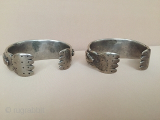 Central-Asia RARE ! A pair of antique from Afghanistan ethnic tribal silver bracelet Very fine condition Circa - 1850-90 Size : ''6.5 cm x 2.5 cm'' - Weight : 200 gr Thank  ...