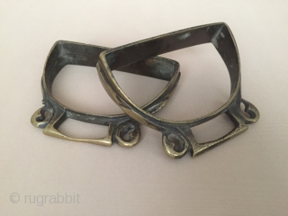 Central-Asia A pair of antique traditional afghanistan old rice stirrup horse accessories Circa-1900 Size - Height : 9 cm - Lenght : 11 cm - İnner width : 2.5 cm Thank you  ...