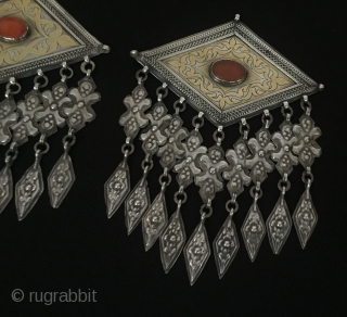 Central-Asia A pair of different iskendery design turkmen (donbaghcık) Jewelry gilded with cornalian excellent condition ! original ethnic tribal jewelry Circa-1900 Size - Height : 14.3 cm - Width : 10.3 cm  ...