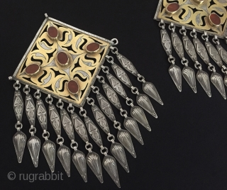 Central-Asia Turkmen-tekke a pair of silver (donbaghcık) jewelery Fine gilded with cornalian Great condition ! Circa-1900 Size - Height : 20 cm - Width : 12.5 cm - both>lenght : 24.5 cm  ...