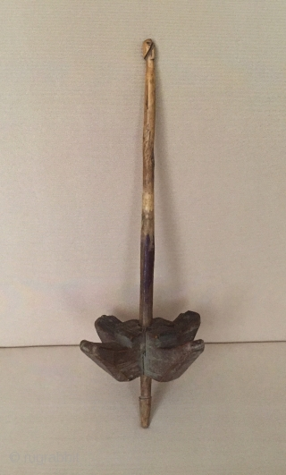 Central-Asia Afghanistan vintage wooden drop spindle Circa-1900 or earlier Fine condition !Size - Lenght : 25 cm - Circumference : 28 cm - Diameter : 8.3 cm Thank you for visiting my  ...