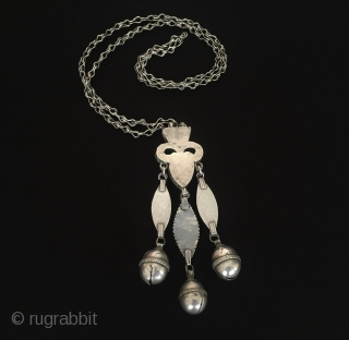 Central-Asia Turkmen-tekke tribal silver necklace-pendant fine gilded with cornalian original ethnic jewelry/jewellery Excellent condition ! Circa - 1900 Size - Height : 13.5 cm - Width : 4 cm - Lenght with  ...