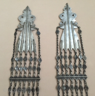 Central-Asia Turkmen-Yomud A pair of silver headdress jewelry with cornalian This is a collector pieces very fine handcrafted Great condition ! Circa - 1900 or earlier Size - Lenght : 57.5 cm  ...