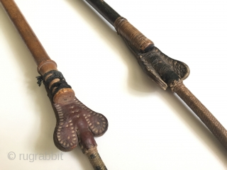 Central-Asia Afghanistan pair of from in Nuriston old wooden whip Fine condition ! Circa - 1900 Size - Black whip lenght : 78 cm - Brown whip lenght : 76.5 cm Thank  ...