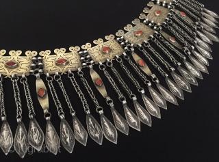 Central-Asia Ethnic Turkmen-tekke tribal silver headpiece / pediment jewelry fire gilded with cornalian original traditional turkoman jewellery fine condition ! Circa - 1900 Size - Lenght : 46.5 cm - Height :  ...