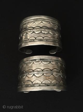 Central-Asia A pair of Turkmen-ersary ethnic traditional silver pretty bracelets original tribal turkoman jewellery Fine condition ! Circa - 1900 Size - '' 4 cm x 6 cm '' - İnner circumference  ...