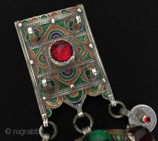 North-African ethnic berber original silver pendant with enamal and with gemstones. Good condition ! Size - Height : 12 cm - Width : 6 cm - Weight : 87 gr Thank you  ...