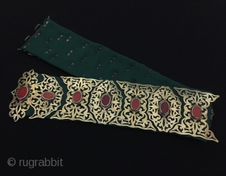 Central-Asia Turkmen - Tekke Ethnic Tribal Silver Belt fire gilded with cornalian and with green velvet open work. Collector Turkmen silver belt. Great condition ! Circa - 1900 - 30 Size -  ...