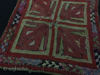 Central-Asia Antique Turkmen Small Silk Embroidery Circa - 1900 Size - Height : 11.5 cm - Width : 12 cm Thank you for visiting my rugrabbit store !