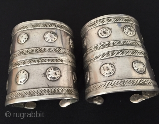 Central-Asian Turkmen - ersary pair of traditional silver bracelets Arm band (Desbend) Good condition ! Circa - 1900 Size - İnnir circumference : 15.5 cm - Lenght : 7.5 cm - Width  ...