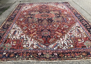 Nice old Heriz carpet in excellent condition size 4.07 x 3.1 m