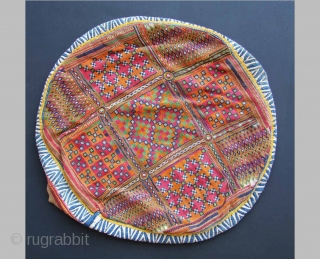 BANJARA gala 28x33cm Cover for a ceremonial shield, diameter 58cm Kalchi (breadbag), 38x62cm Perfect condition I have a collection of more than 250 pieces from the Banjara, please inquire or visit my website www.m-beste.com   Feel free to ask  ...