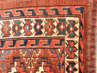 UNUSUAL BORDER AND A GOOD GREEN DYE IN THIS YOMUT CHUVAL - great price for this border