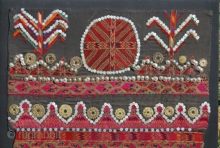 Kohistan textile. Cm 64x81. Very interesting piece. It's the front of a Jumlo, a woman dress.