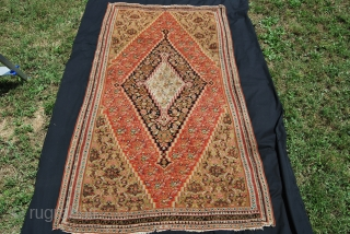 Antique Senneh kilim. Cm 195x105. Late 19th century or earlier. In the heads the inscriptions say: Congratulations!, repeated several times. Very, very thin, damaged here and there, not for the floor. Great  ...