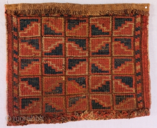 Small Central Asian Bagface 28 x 32 cm, 11 in x 1ft 1 in Excellent condition, all natural dyes, asymmetrical knot open to the right. back shown on a small photo