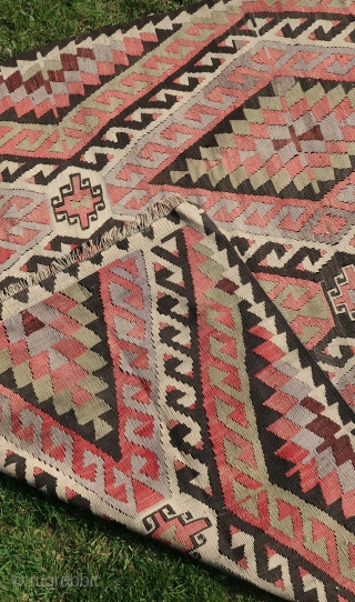 """Gilim, Kelim,Anatolian, wool on wool, ca; 285 cm x 155 cm. Good ( good ) overall condition. Sturdy quality . Old. Cleaned . ( price including transport. )  Listening ; """"Birdland-Weather Report.""""."""